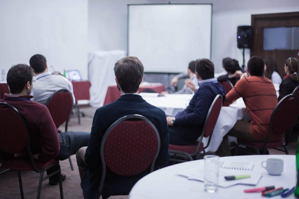 Ein Marketing-Coach kann Unternehmen bei Workshops optimal unterstützen.